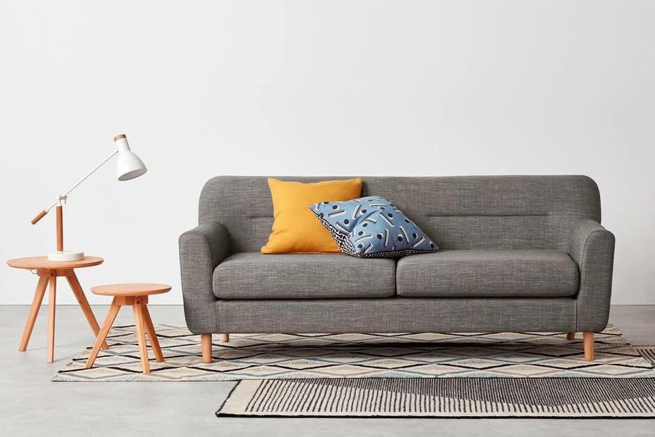 Chọn gối ôm trang trí hợp với vỏ bọc ghế sofa