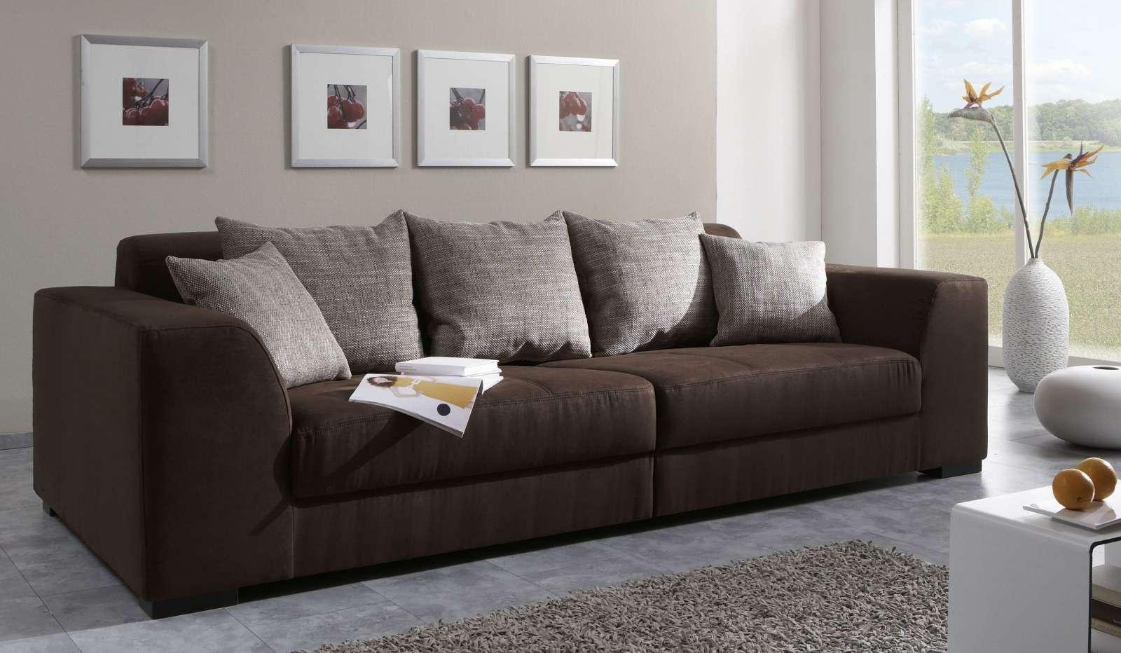 Nên mua sofa gỗ hay sofa nệm cho phòng khách gia đình