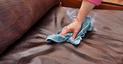 5 Cách Nhanh Chóng Đánh Bay Vết Mực Trên Ghế Sofa
