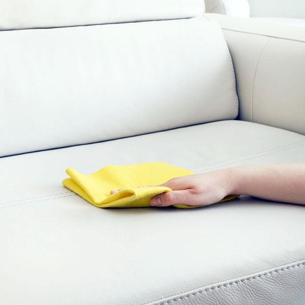 Cách làm sạch sofa da được chuyên gia khuyên dùng