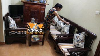 Đệm ghế phòng khách tại nhà chị Hằng ở Kim Mã Thượng quận Ba Đình