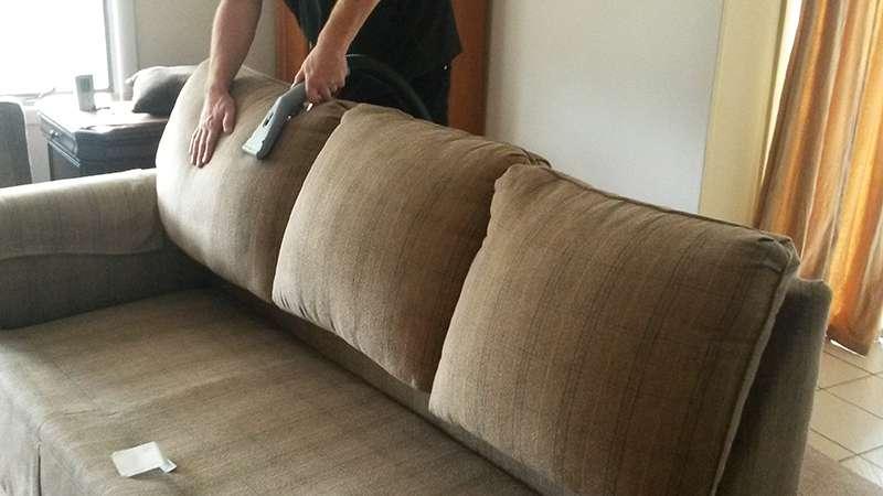 Hãy vệ sinh bộ ghế sofa thật đúng cách