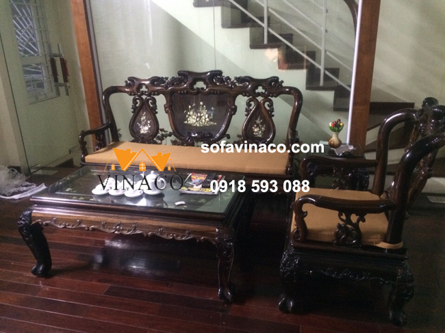 Làm đệm ghế cho bộ sofa gỗ giả cổ nhà Bác Lựu – Văn Cao, Ba Đình