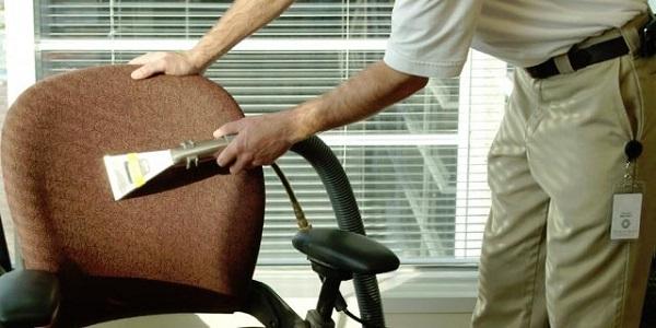 Những cách đơn giản nhất để làm sạch chiếc ghế sofa văn phòng của bạn