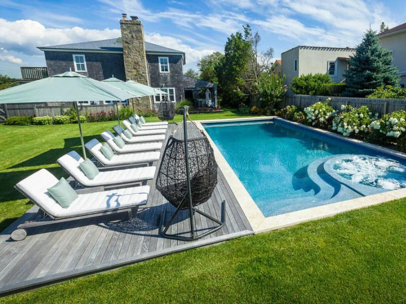 Những chiếc ghế tắm nắng mang đến sự sang trọng bên hồ bơi nhà bạn