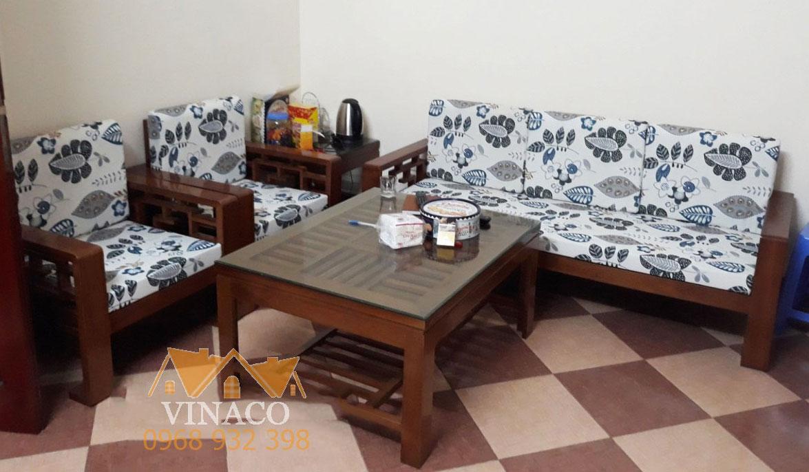 Phòng khách năng động hơn với đệm ghế hoa lá