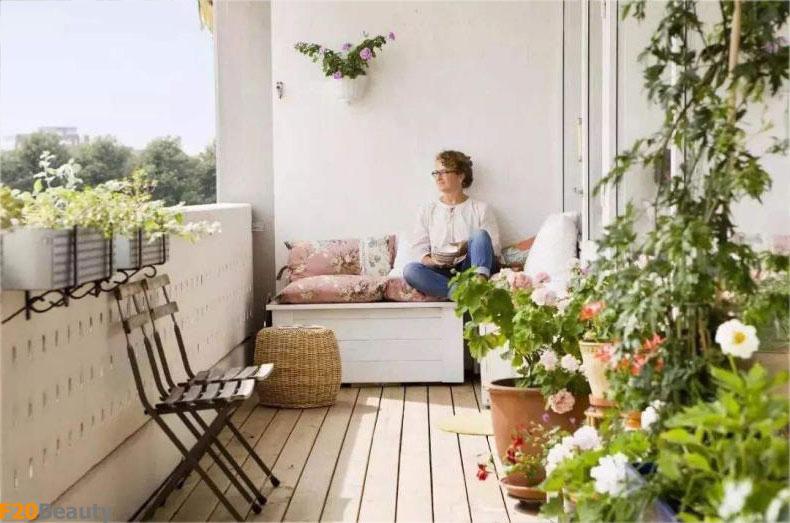 Trang trí ban công nhà bạn bằng những chiếc sofa
